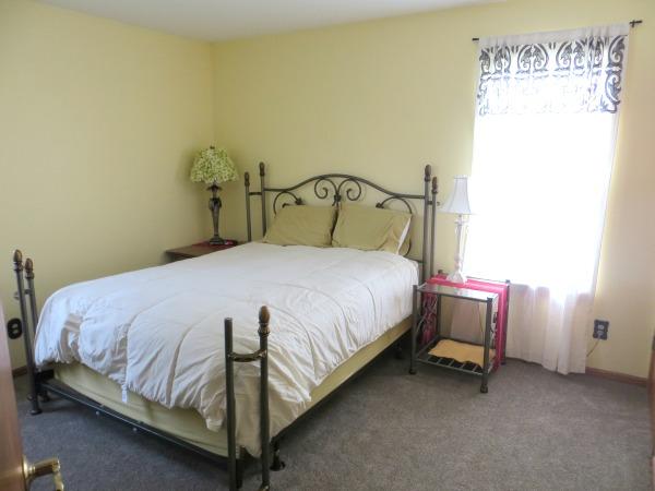 Practical and Heartwarming Minimalist Guest Bedroom