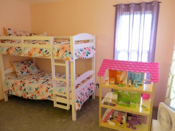 Practical and Heartwarming Minimalist Kids Room