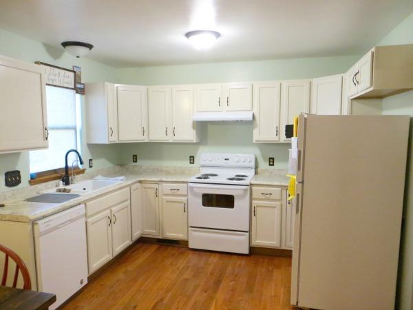 Practical and Heartwarming Minimalist Kitchen