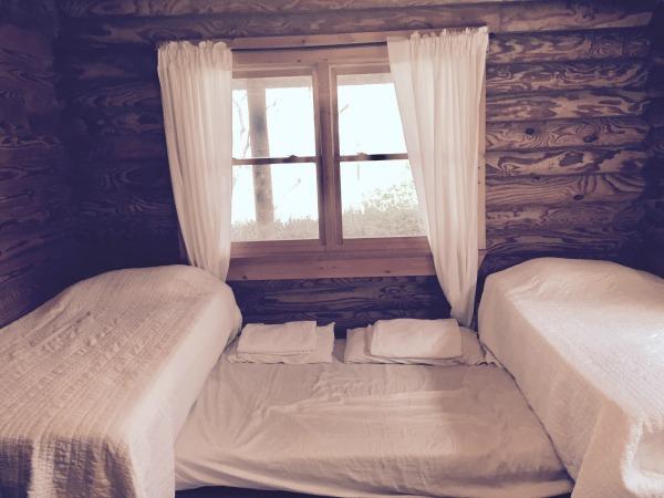 Minimalist log cabin kids room